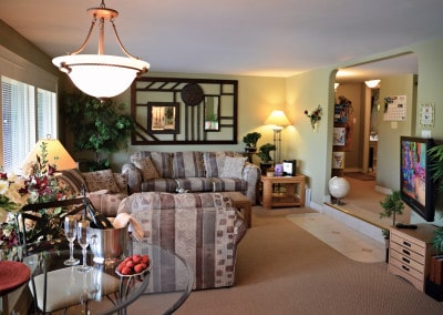 A Spacious Common Area is Adjacent to the Office Area and Laundry Area at A Vista Villa Couples Retreat in Kelowna, BC